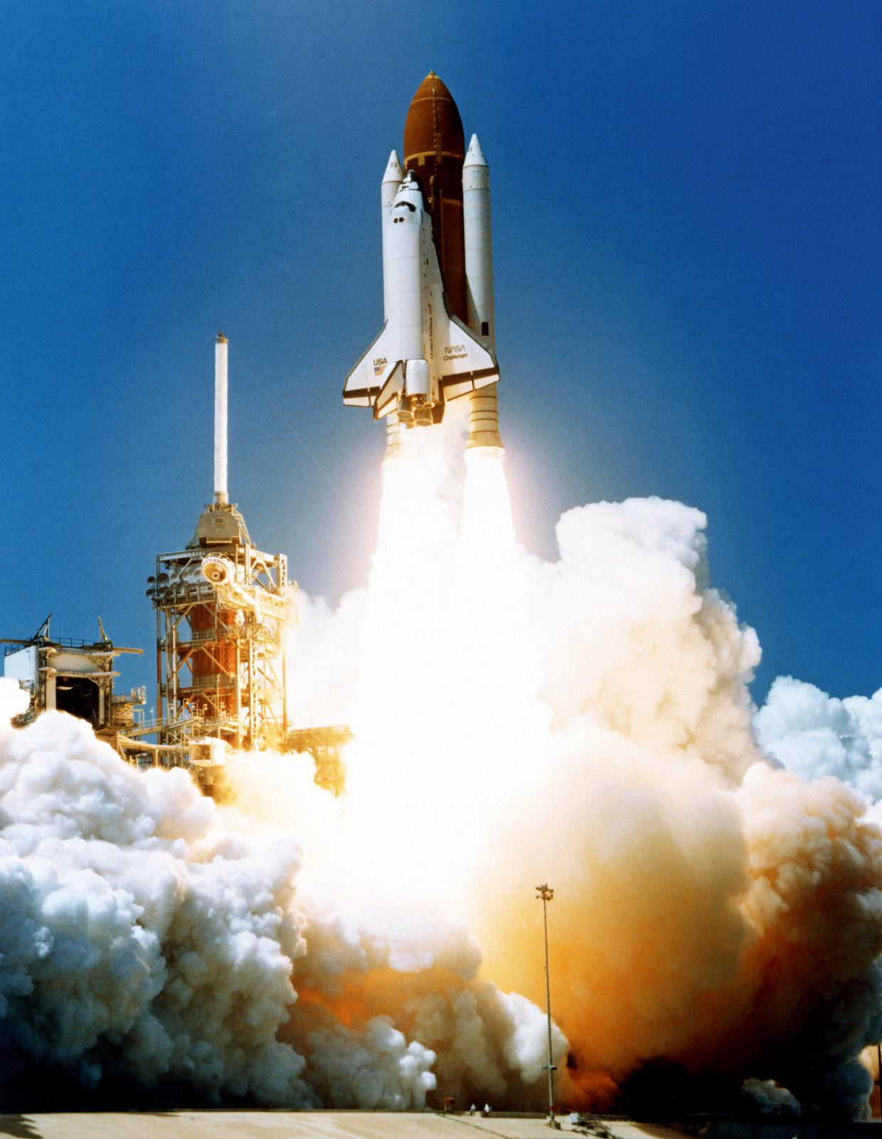space shuttle challenger - HD1240×1600