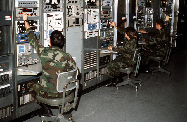 Space collections specialists train on equipment at the Army Intelligence School