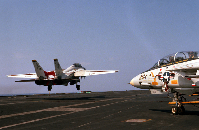 A Fighter Squadron 142 (VF-142) F-14A Tomcat aircraft misses the arresting wire on the flight deck of the nuclear-powered aircraft carrier USS DWIGHT D. EISENHOWER (CVN 69)