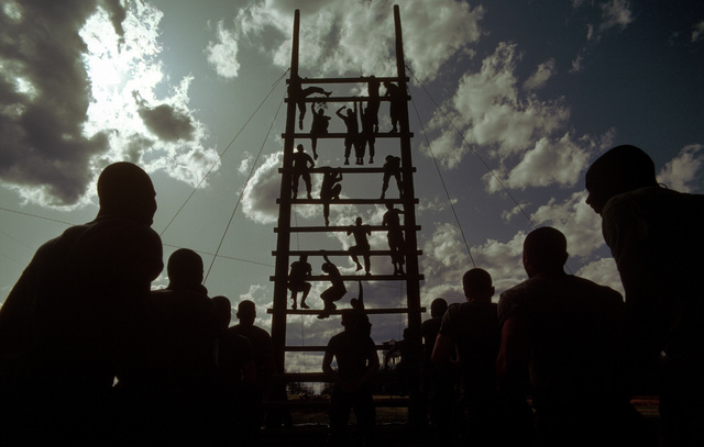 Infantrymen undergo obstacle course training at the Army Air Assault School