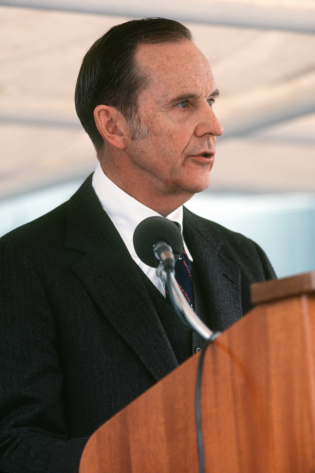 Robert H. Conn, deputy undersecretary of the Navy, Financial Management, speaks during the commissioning of the guided missile frigate USS DOYLE (FFG 39)