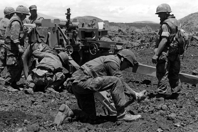 Marines from Battery, B, 1ST Battalion, 12th Marine Regiment, 1ST Marine Brigade, set up a M101 105 mm howitzer during Operation ZULU WARRIOR, taking place at the Pakalula Training Area