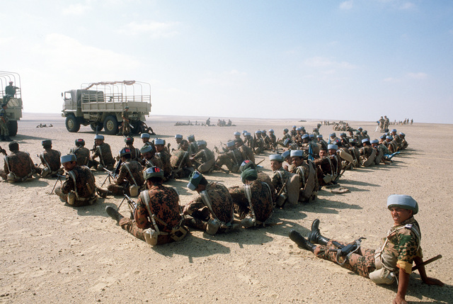 Egyptian soldiers stand by to begin air assault training during the joint Exercise Bright Star '83