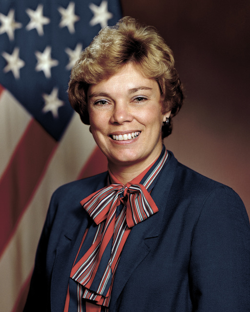 Portrait of DoD Ms. Susan J. Crawford, Inspector General for Department of Defense. (U.S Army photo by Mr. Russell F. Roederer) (Released) (PC-190775)