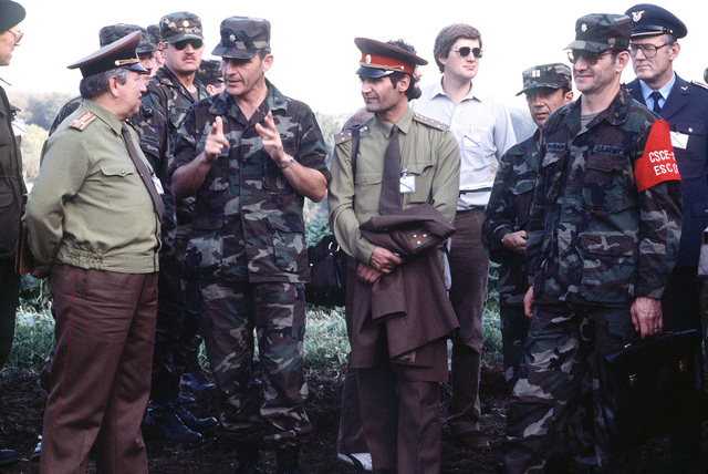 A US Army lieutenant colonel explains the characteristics of an M1 Abrams main battle tank to two Soviet officers during Exercise REFORGER '83