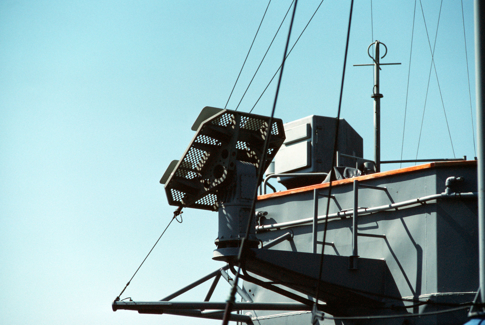 A view of the AS-3018/WSC-1 satellite receiving antenna mounted on top of the bridge of the guided missile destroyer USS RICHARD E. BYRD (DDG 23)