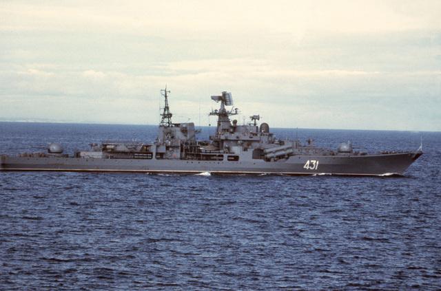 A starboard beam view of the Soviet Sovremenny class cruiser 431 underway
