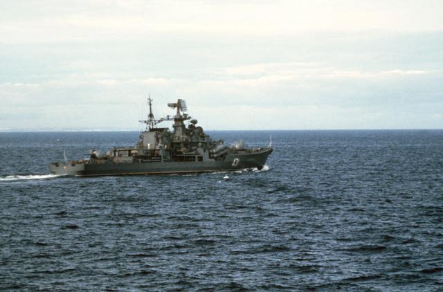 A starboard quarter view of the Soviet Sovremenny class cruiser 431 underway