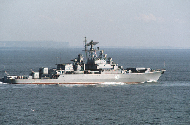 "A starboard side view of the Soviet ""Krivak I"" class guided missile frigate 971 (FFG 971) underway"