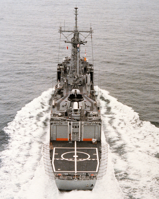 An aerial stern view of the guided missile frigate HALYBURTON (FFG 40) during acceptance trials