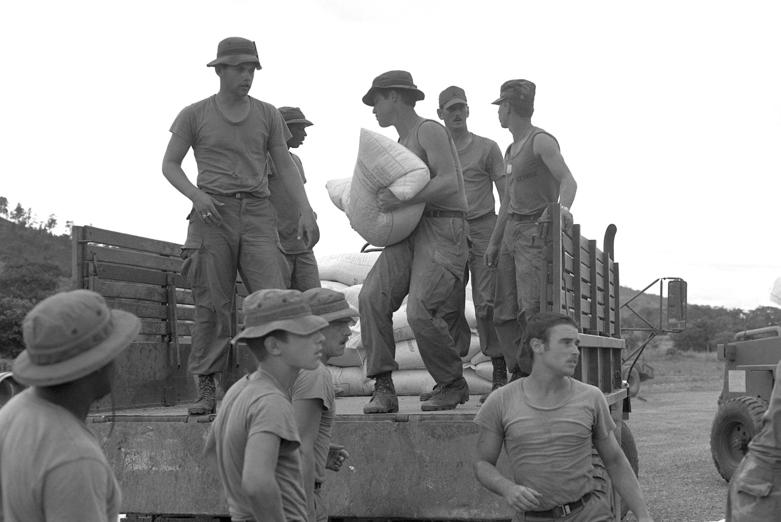 936499b5f62 Soldiers load a shipment of corn for the World Food Program onto trucks
