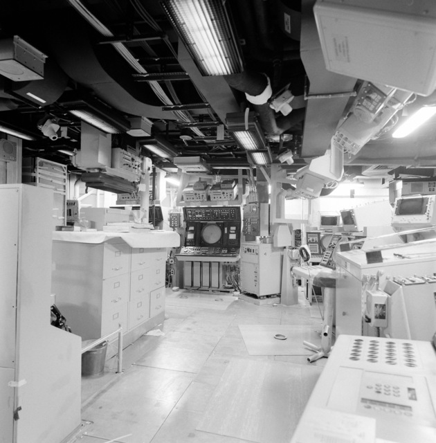 A view of the combat information center (CIC) room aboard the guided missile frigate THACH (FFG 43). The ship, under construction at Todd Pacific Shipyards, is 90 percent complete