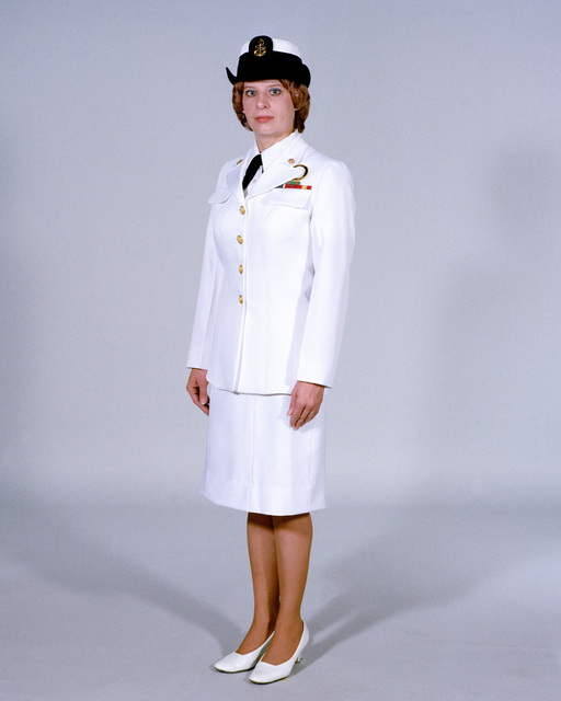 Navy Uniforms: Women's Service Dress White, CHIEF PETTY Officer. 1984 Uniform Regulations, Page 6-16