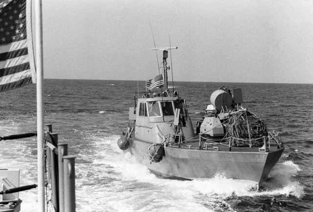 A starboard bow view of a PB Mark III patrol boat in use during the redeployment of the 22nd Marine Amphibious Unit to ships of Amphibious Squadron 4, at the conclusion of a multinational peacekeeping operation