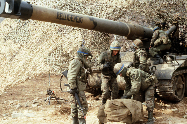Members of the Blue Team prepare to defend their position with an M110 self-propelled howitzer, partially covered with camouflage netting, during Exercise TEAM SPIRIT 84