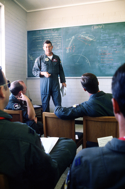 Lieutenant Colonel Messick from the 51st Tactical Fighter Wing briefs an aircrew on their next mission during PITCH BLACK 84, a joint US, Australian and New Zealand exercise