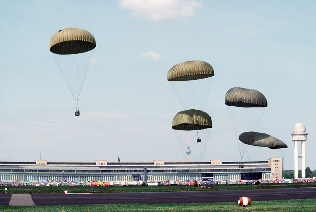 A container delivery system (CDS) parachute drop is demonstrated during an open house at the Berlin-Tempelhof Airport