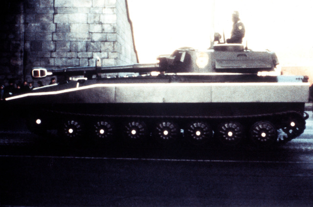 122 mm self-propelled howitzer. Courtesy of Soviet Military Power, 1984. PHOTO No. 61, page 59, right