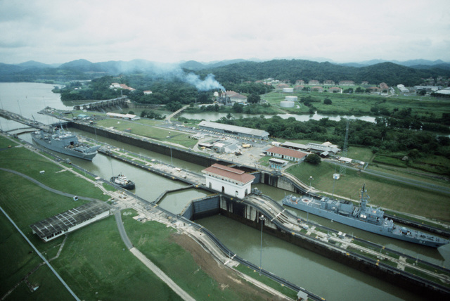 The Colombian frigate ALMIRANTE PADILLA (CM 51), right, and the tank landing ship USS FAIRFAX COUNTY (LST 1193) pass through the Miraflores Locks during Operation UNITAS XXV