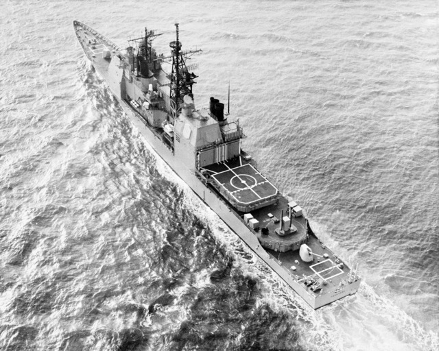 An elevated port quarter view of the Aegis guided missile cruiser USS YORKTOWN (CG 48) underway