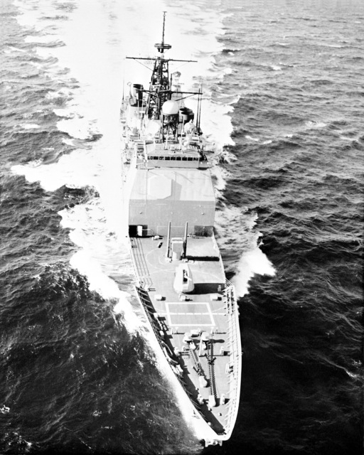 An elevated starboard bow view of the Aegis guided missile cruiser USS YORKTOWN (CG 48) underway
