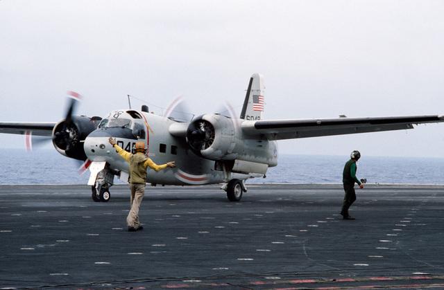 The flight deck chief directs a C-1A Trader aircraft on the flight deck of the aircraft carrier USS JOHN F. KENNEDY (CV 67)