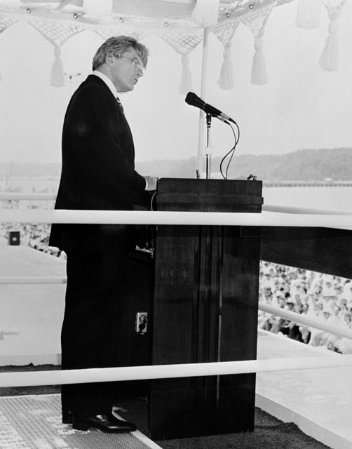 Senator John W. Warner (R-Virginia) delivers the principal address during the commissioning ceremony for the Aegis guided missile cruiser USS YORKTOWN (CG 48)