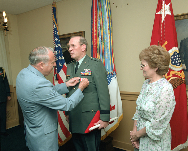 Secretary of the Army John O. Marsh Jr. awards the Distinguished Service Medal to LT. GEN. Charles D. Franklin during a ceremony at the Pentagon. Franklin's wife Pat is at right