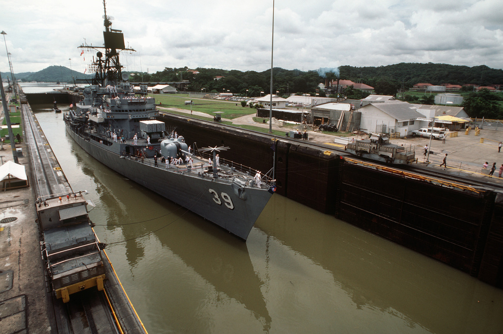 The guided missile destroyer USS MACDONOUGH (DDG 39) passes through the Miraflores locks during UNITAS XXV, the silver anniversary hemispheric naval exercise involving Brazil, Chile, Colombia, Ecuador, Peru, the United States, Uruguay and Venezuela