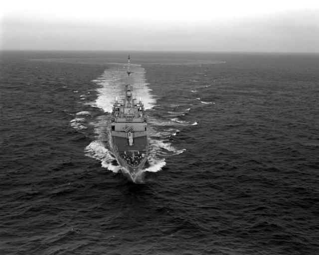 Aerial bow-on view of the Virginia Class nuclear-powered guided missile cruiser USS MISSISSIPPI (CGN-40) underway