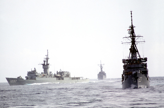 The frigate USS MOINESTER (FF-1097) and the guided missile destroyer USS RICHARD E. BYRD (DDG-23) participate in a composite training unit exercise