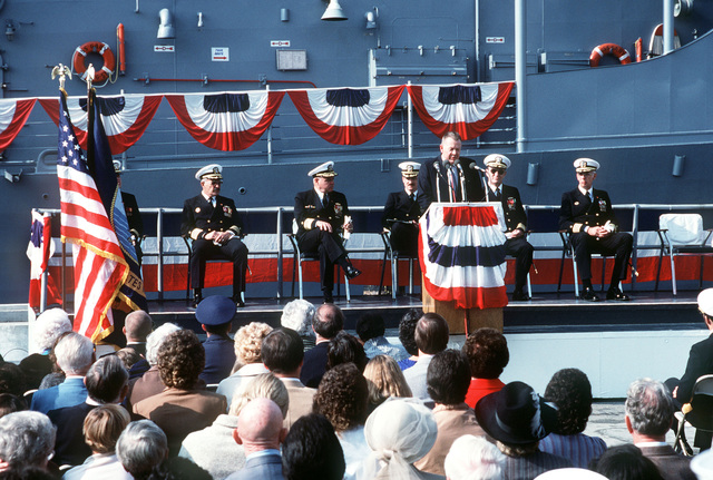 Len Thorell, vice president and general manager of Todd Pacific Shipyard Corp., speaks during the commissioning of the guided missile frigate USS GARY (FFG 51). See master caption for a complete list of guests seated on the speaker platform