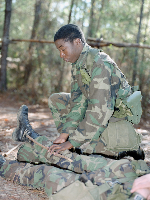 Private First Class (PVT) Jeff Ewell, Company B, 4th Battalion, Aviation Training Brigade, demonstrates the proper method of splinting a lower leg fracture during training on common tasks skills