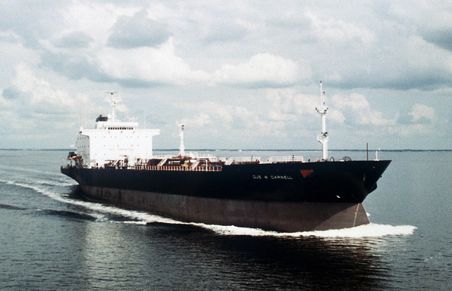 A starboard bow view of the tanker USNS GUS W. DARNELL (T-AOT 1121) underway