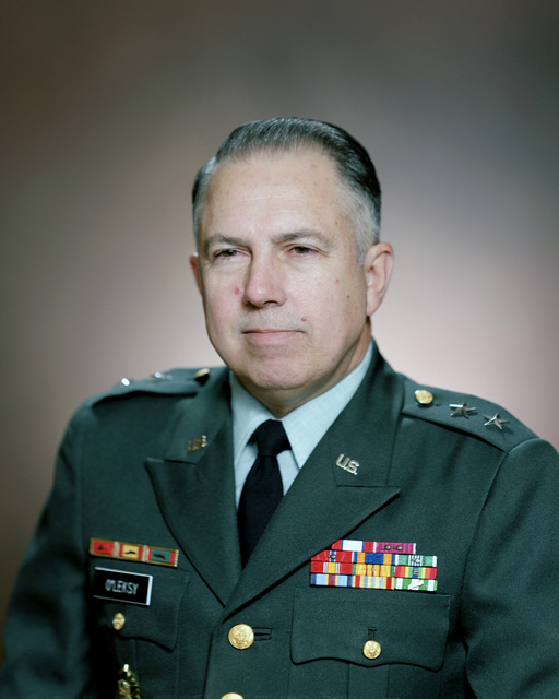 Portrait:  US Army (USA) Major General (MGEN) William G. O'Leksy (uncovered)