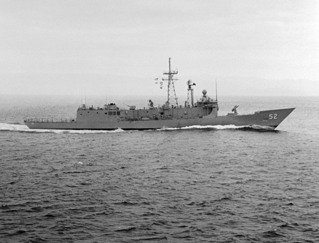 Starboard beam view of the Oliver Hazard Perry class guided missile frigate USS CARR (FFG 52) underway during builder's acceptance trials. (SUBSTANDARD)