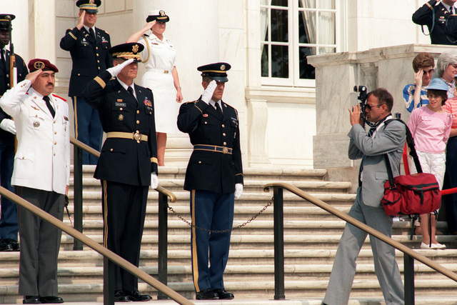 PH2 Paul Pappas photographs Major General (MGEN) John L. Ballantyne III, commandng general, US Army Military District of Washington, and a high ranking foreign officer during a ceremony a the Tomb of the Unknown Soldier