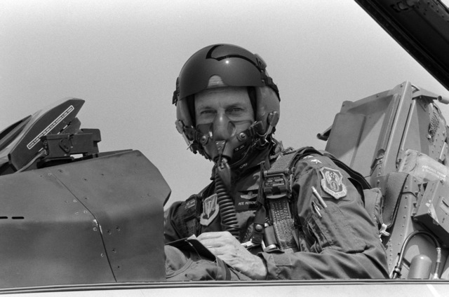 Lieutenant General (LGEN) John L. Piotrowski, commander, 9th Air Force, seated in the cockpit of an F-16 Fighting Falcon aircraft during his last flight at the base