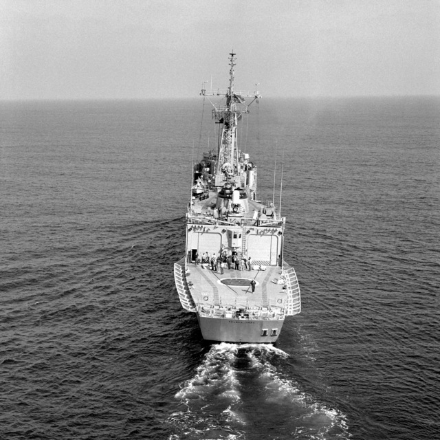 A stern view of the guided missile frigate REUBEN JAMES (FFG-57) underway