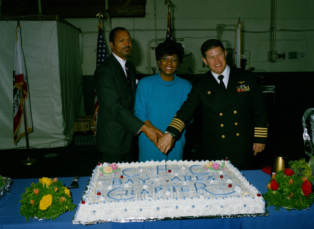 Captain Thomas A. Mercer, commanding officer of the nuclear-powered aircraft carrier USS CARL VINSON (CVN 70), and representatives of the San Francisco Bay Area Combined Federal Campaign cut a cake at the CFC finale luncheon held aboard the ship