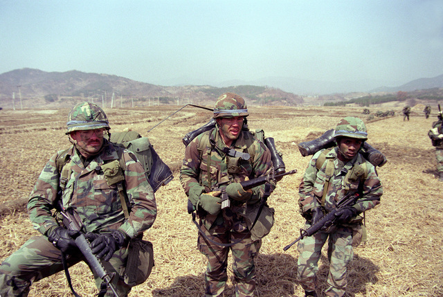 Soldier of the 1ST Bn., 35th Inf., 25th Inf. Div., participate in an air assault during the joint U.S./South Korean exercise Team Spirit '86