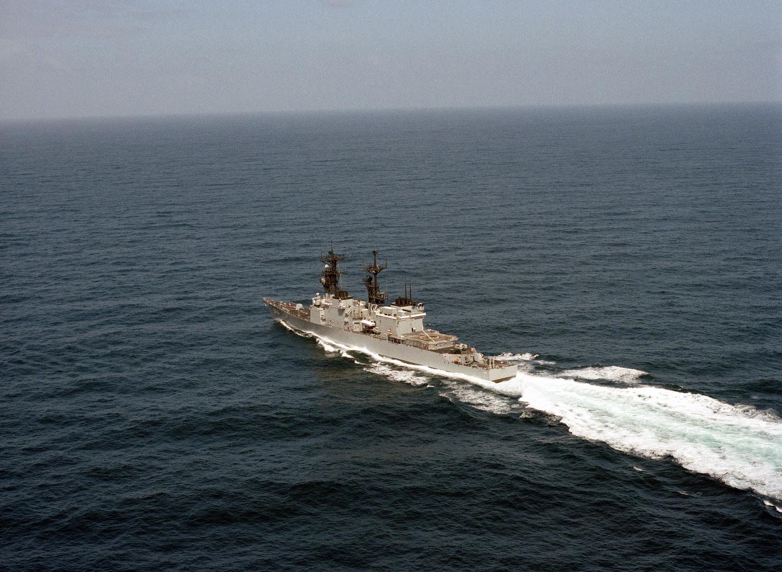 A port quarter view of the destroyer USS HEWITT (DD 966) underway