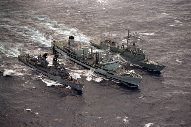 The Canadian replenishment oiler HMCS PROVIDER (AOR 508), the Australian guided missile frigate HMAS DARWIN (FFG 04) and the guided missile destroyer USS BERKELEY (DDG 15) participate in an underway replenishment during Exercise RIMPAC '86