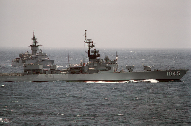 A starboard beam view of the frigates USS DAVIDSON (FF 1045) and USS BADGER (FF 1071), background, underway during a midshipmen's summer training cruise