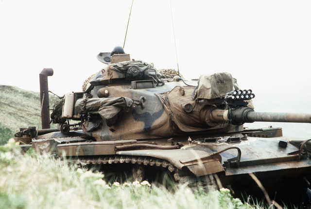 Members of Company A, 1ST Tank Battalion operate an M60 main battle tank attached to the 1ST Battalion, 2nd Marine Regiment during amphibious Exercise KERNEL POTLATCH 86-1