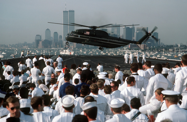 A US Marine Corps CH-53D Sea Stallion helicopter from Marine Helicopter Squadron 1 (HMX-1) lands aboard the aircraft carrier USS JOHN F. KENNEDY (CV 67) with President and Mrs. Ronald Reagan aboard during the International Naval Review
