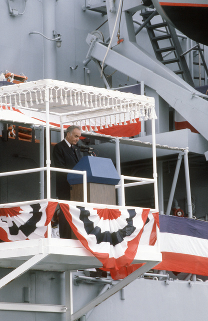 Walter T. Skallerup Jr., general counsel of the Navy, introduces Senator Edward M. Kennedy, Democrat-Massachusetts, principal speaker, during the commissioning of the guided missile cruiser USS BUNKER HILL (CG 52)