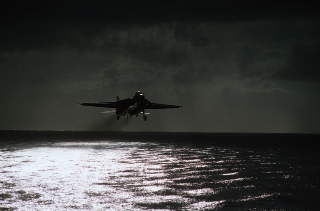 A Fighter Squadron 143 (VF-143) F-14A Tomcat aircraft, with its arresting hook down, approaches for a landing aboard the aircraft carrier USS SARATOGA (CV 60)