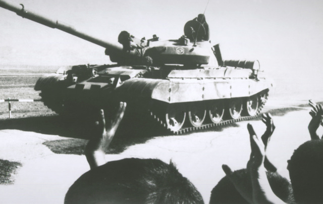 """A Soviet T-62 main battle tank """"withdraws"""" during a sham removal of Soviet weapons"""