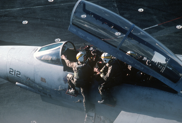 A Naval Air Reserve Fighter Squadron 302 (VF-302) aviators discuss flight procedures in the cockpit of an F-14A Tomcat aircraft during carrier qualifications aboard the aircraft carrier USS CONSTELLATION (CV 64)